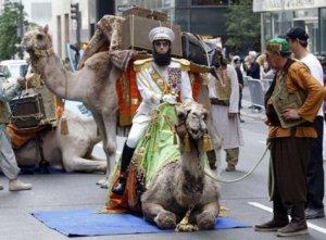 Диктатор въехал на верблюде на Каннский кинофестиваль